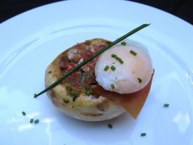 Champi con huevo de codorniz escalfado